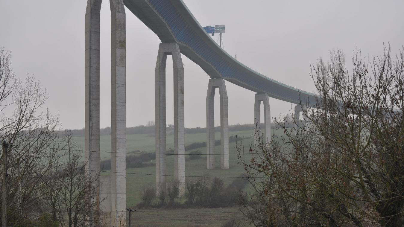 Les suicides sont malheureusement fréquents au viaduc d'Echinghen. Une enquête devra déterminer les causes de cette nouvelle chute.