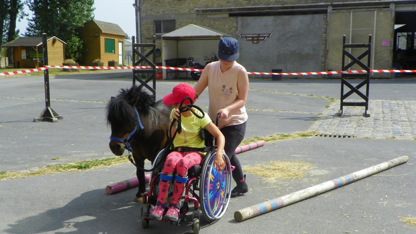 Le contact avec le poney ou le cheval apporte un plus, qu'il soit physique ou psychique, aux pratiquants.