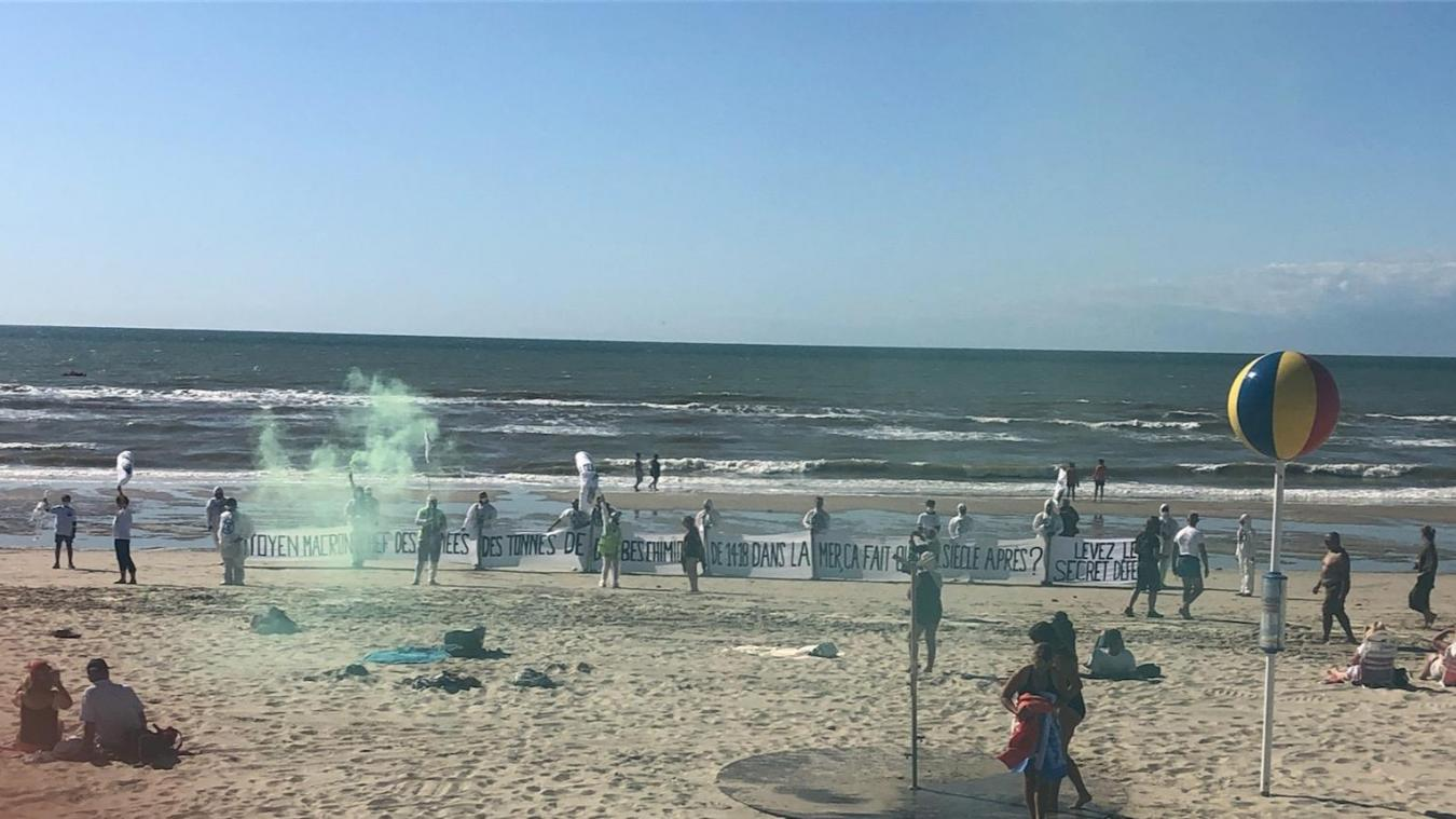 C'est vers 16h que le collectif a mis en place ce qu'il appelle une « saynète » sur la plage