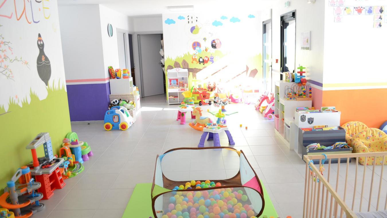 Sur une surface de 162 m 2 , la Maison de la petite enfance, colorée et lumineuse, accueille déjà 12 enfants agés de 2 mois à 2 ans.