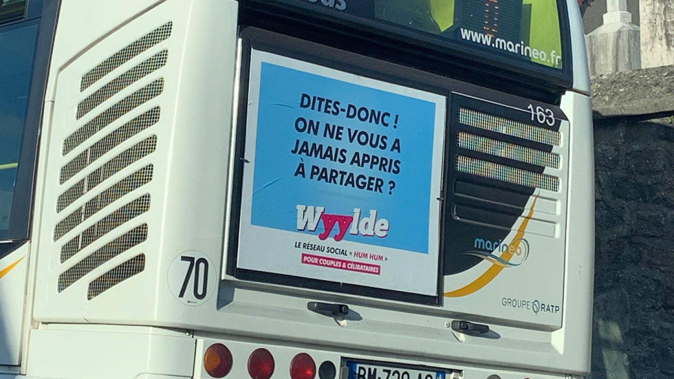 Trouvez-vous cette affiche publicitaire choquante ?