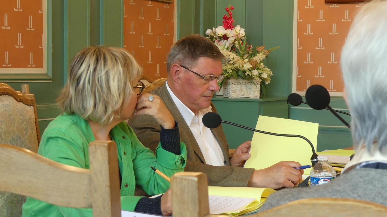 Pascal Barois et Carole Dubois, lors du conseil municipal du 6 juin 2019.