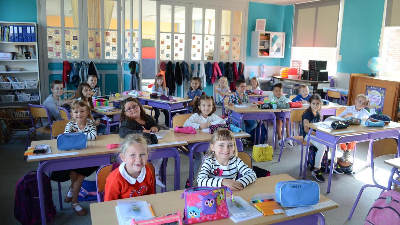 L'année dernière, les cinq niveaux d'élémentaire étaient réunis dans une même classe. Cette année, les élèves de CP et de CE1 ont leur enseignante.
