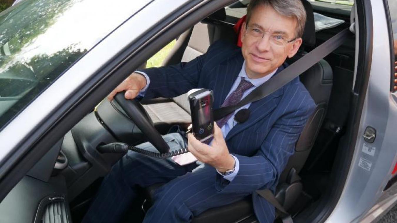 Emmanuel Barbe, délégué interministériel à la sécurité routière, a présenté récemment le nouveau dispositif de l'éthylotest anti-démarrage.