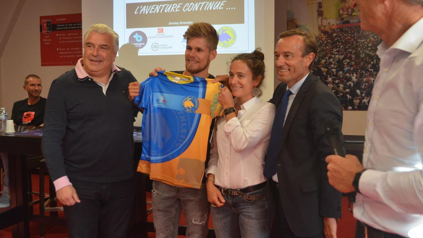 Jimmy Gressier courra avec son nouveau maillot de club au Championnat de France de 10 km.