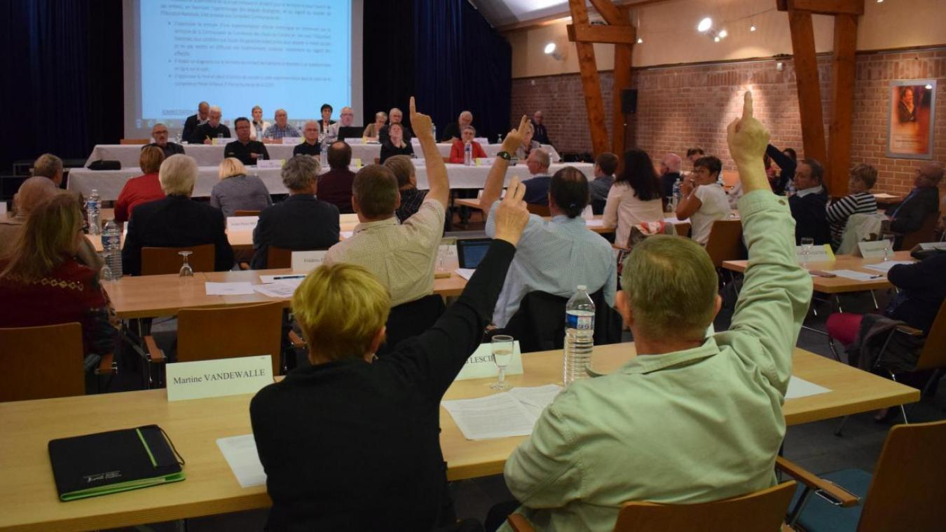 Sept élus communautaires ont voté contre l'expérimentation de l'école multilingue, 13 se sont abstenus.