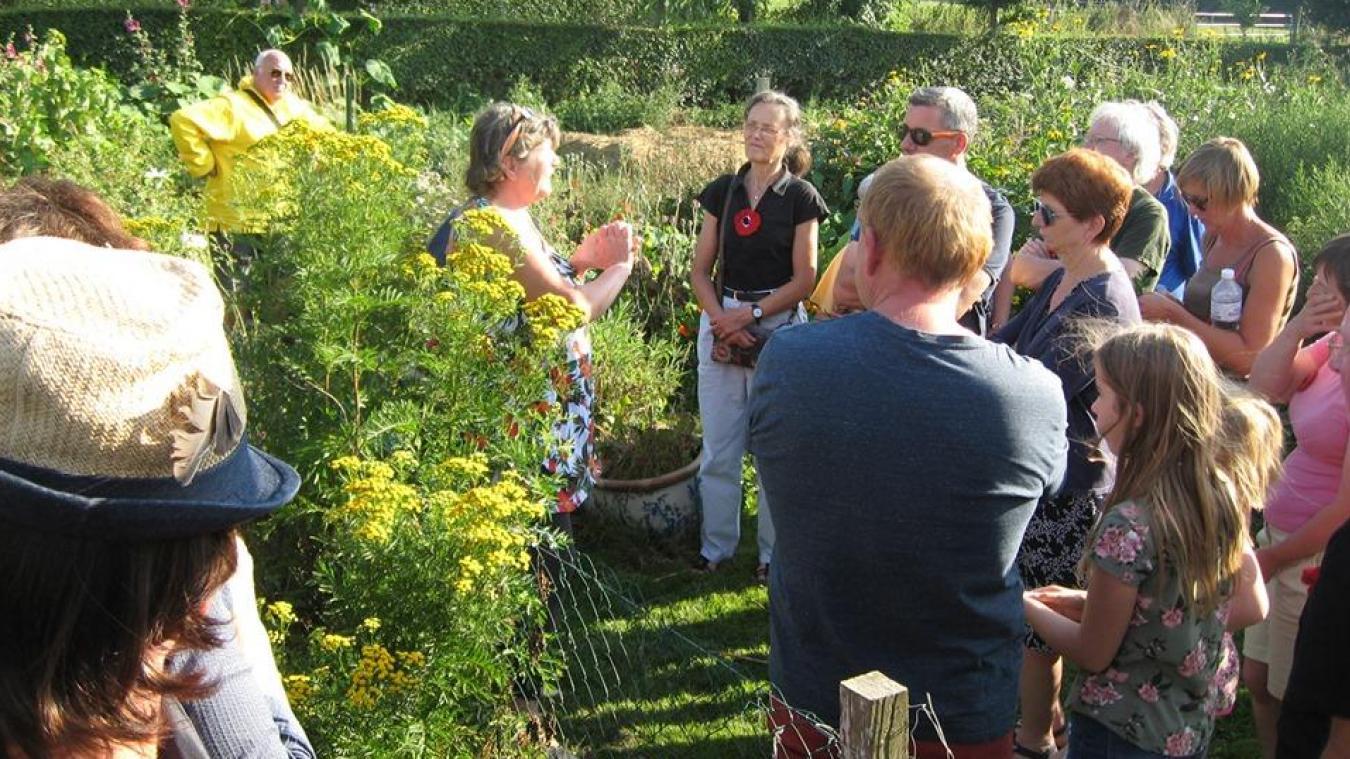 La découverte du jardin ecquois a plu aux participants.
