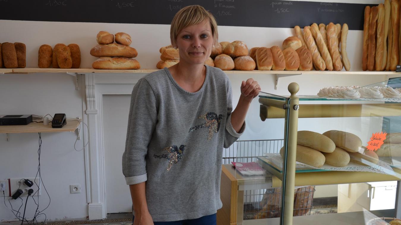 Virginie Grincourt accueille les clients de la nouvelle boulangerie rue des écoles.