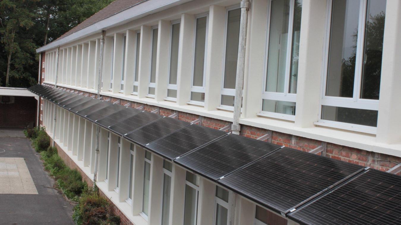Cet été, des panneaux photovoltaïques ont été installés à l'école primaire.