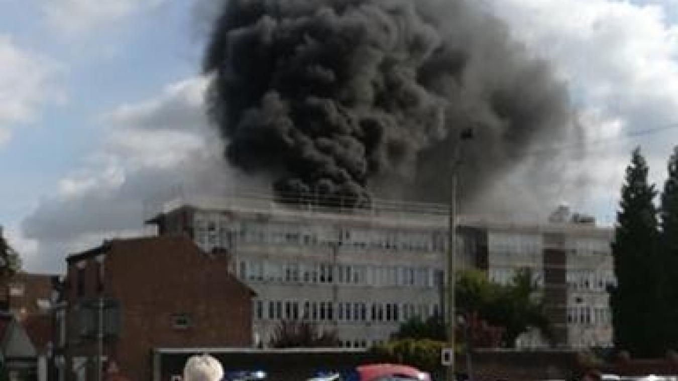 (Vidéo) Béthune : incendie maîtrisé au collège George-Sand