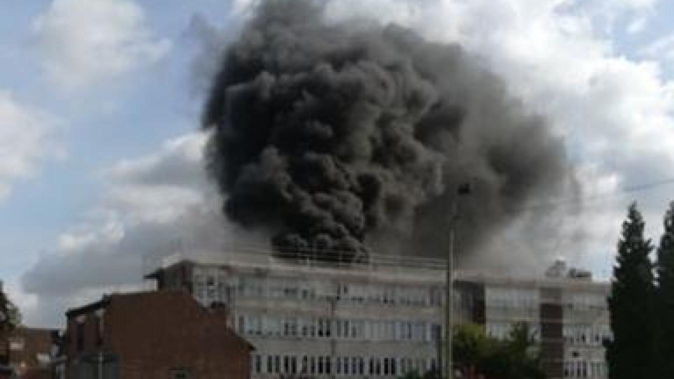 Les élèves du collège George-Sand évacués à cause d'un incendie sur le toit