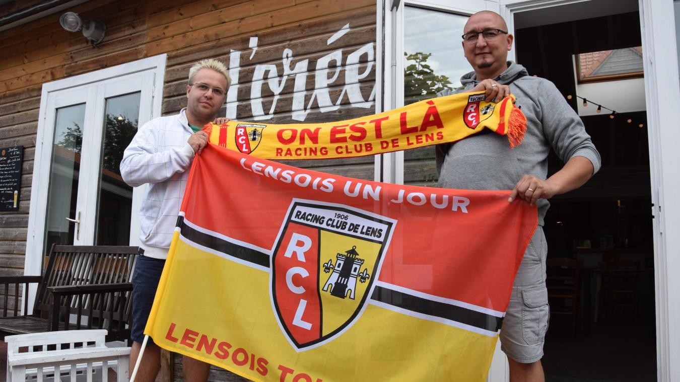 Anthony Barbieux, président de l'association Lens'Buscade, avec Patrick, un autre aficionados des Lensois.