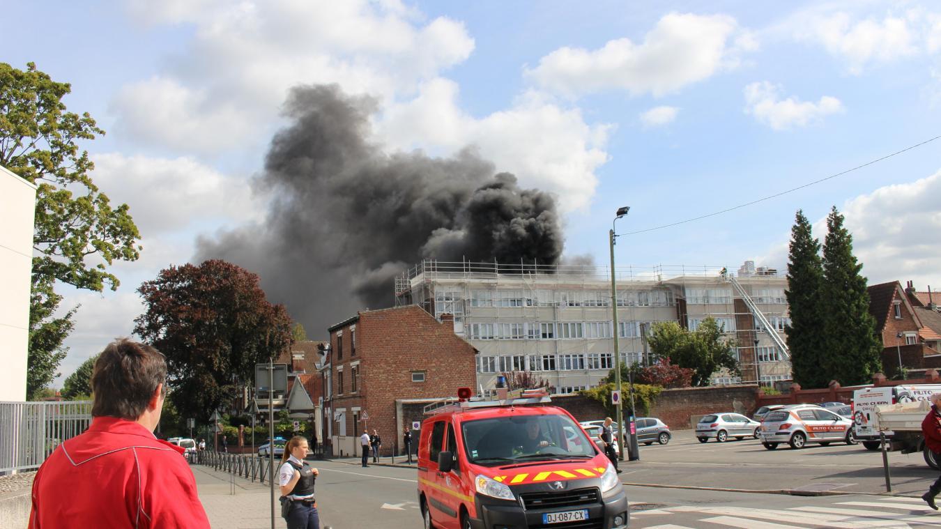 L'incendie nécessitera la fermture de l'établissement scolaire pendant une semaine a décidé le rectorat.