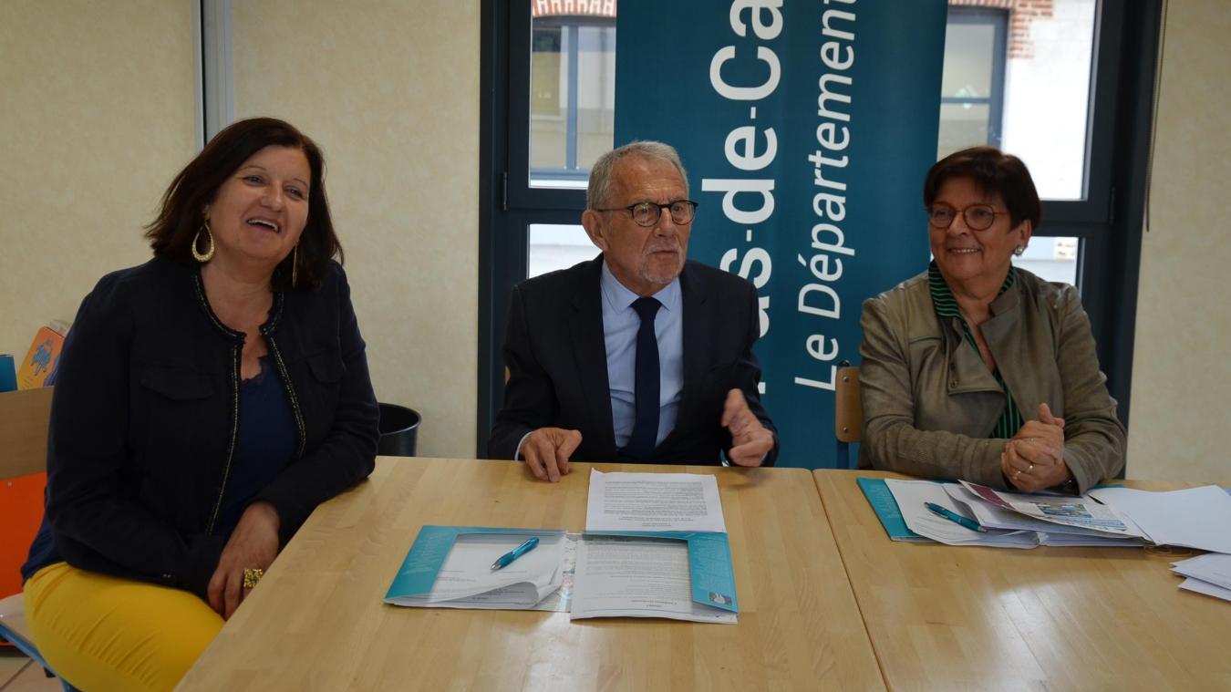 Les conseillers départementaux Maïté Massart et Jean-Claude Dissaux aux côtés de la maire d'Ecques, Brigitte Merchier.