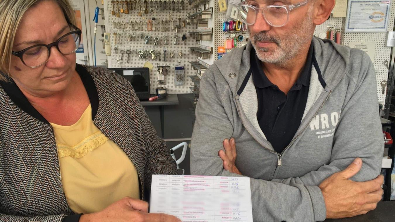 Sabine et David Starquit sont allés sur leurs comptes après le coup de fil de leur conseiller bancaire et ont découvert que plusieurs virements avaient eu lieu depuis leurs comptes vers des destinataires inconnus.