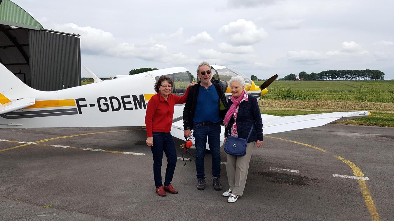 L'auteur et ancien professeur d'histoire-géographie se consacre à une nouvelle aventure : obtenir un brevet de pilotage pour « voir les choses d'en haut ».