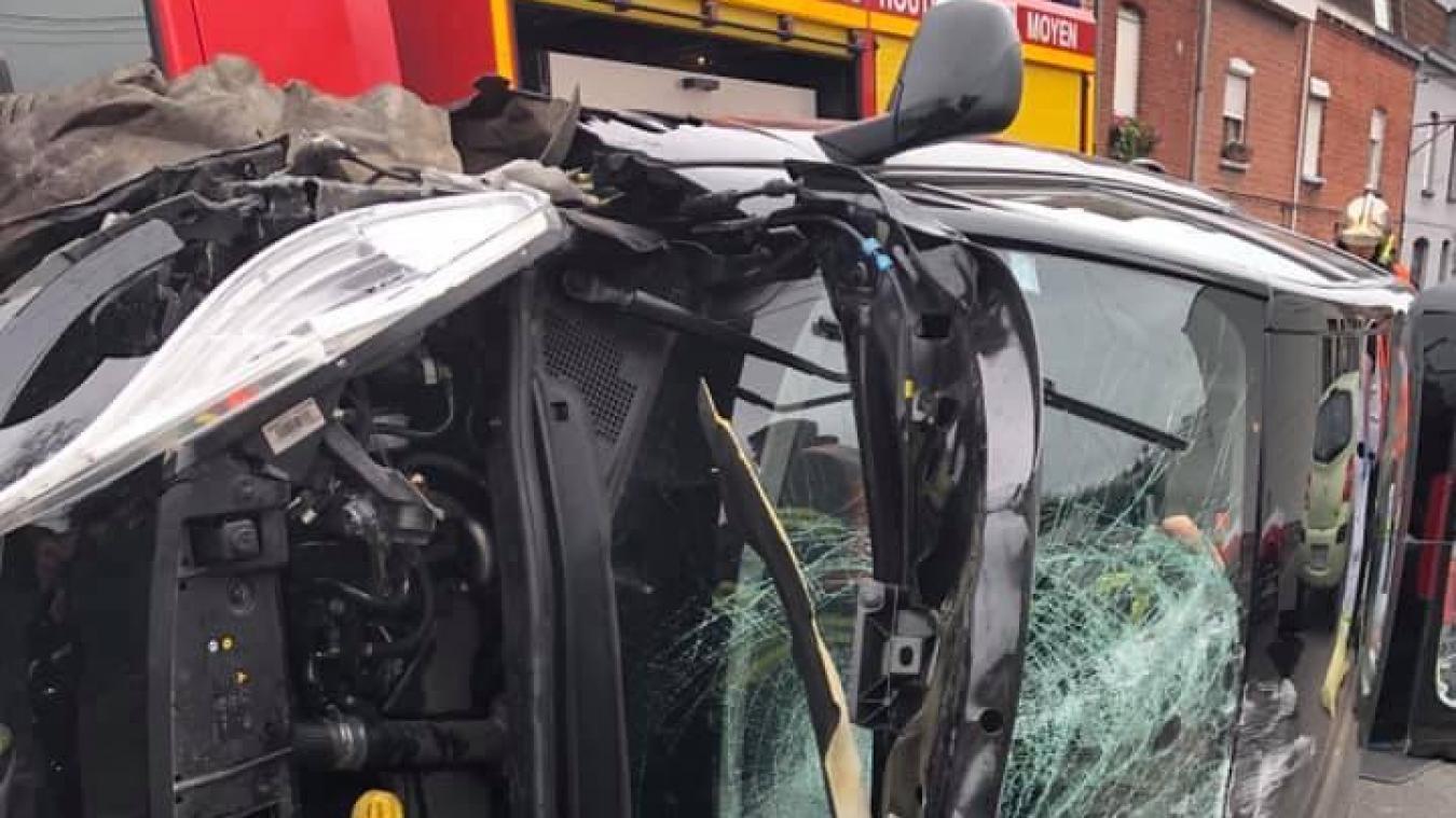 Un grave accident s'est produit ce midi à Erquinghem-Lys, rue du Bac. Depuis 15 h, la circulation est rétablie. ©Facebook/gendarmerie d'Hallennes-lez-Haubourdin