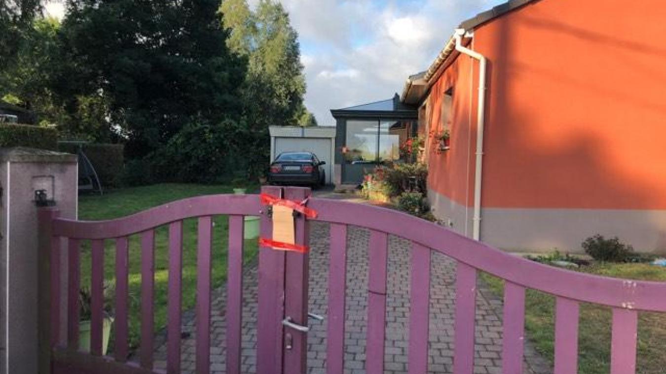 La maison se situe rue du Grand Chemin, à La Gorgue.