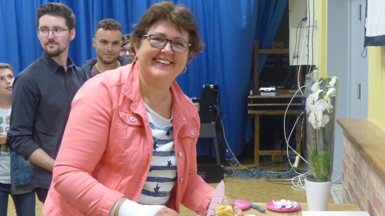 Béatrice a proposé à la dégustation sa tarte à la poire mercredi 11 septembre, lors de la diffusion en public du Meilleur pâtissier dans la salle des fêtes de Saint-Jans-Cappel.
