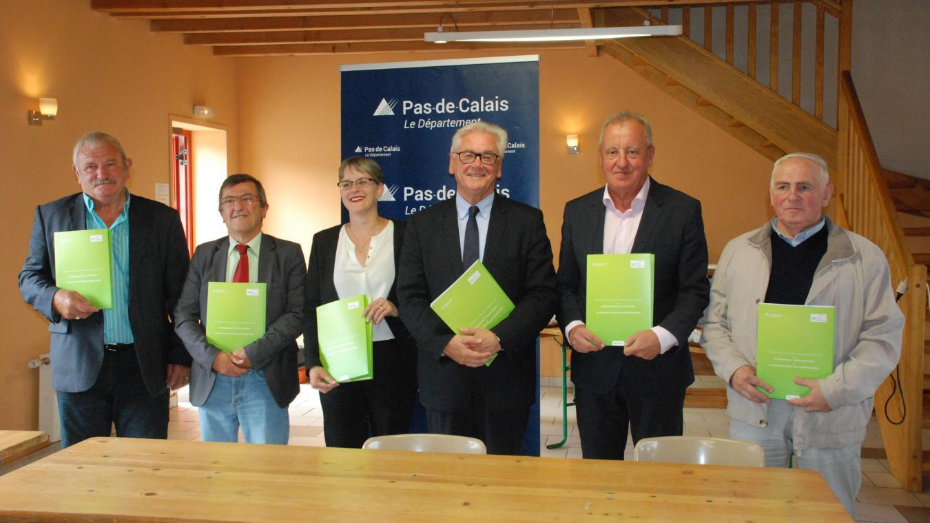 Jean-Claude Leroy a d'abord signé ce contrat avec les maires de Bourthes, de Fressin, de Campagne-les-Boulonnais et d'Hucqueliers.