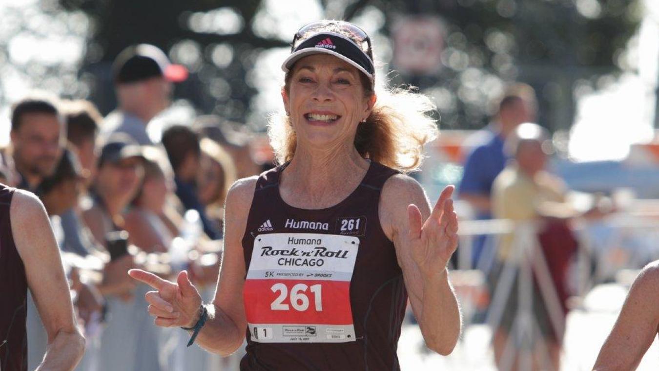 À 72 ans, Kathrine Switzer continue à courir. Elle devenait, en 2017, la première femme à courir un marathon 50 ans après son premier.