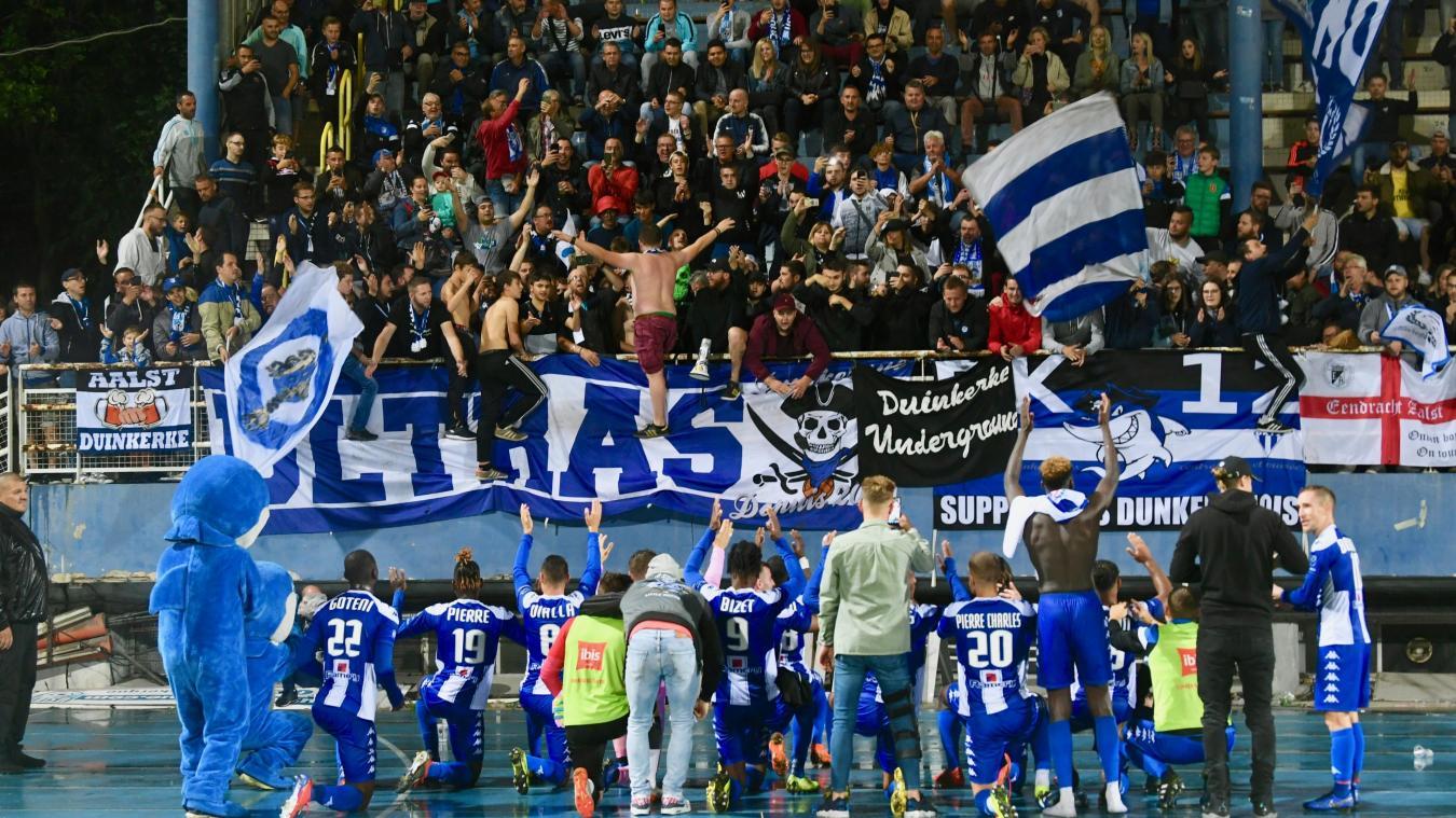 Comme ici lors de la réception de Béziers pour la troisième journée de championnat (2-1, le 16 août), supporters dunkerquois et joueurs ont savouré après le coup de sifflet final. ©Jean-Louis Burnod