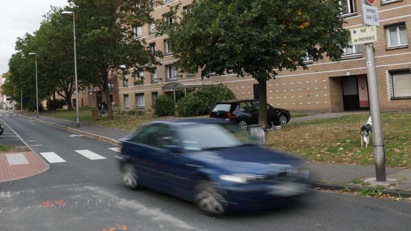 Des riverains de la rue de Provence constatent encore de nombreuses incivilités routières sur cette rue, malgré des aménagements réalisés récemment.