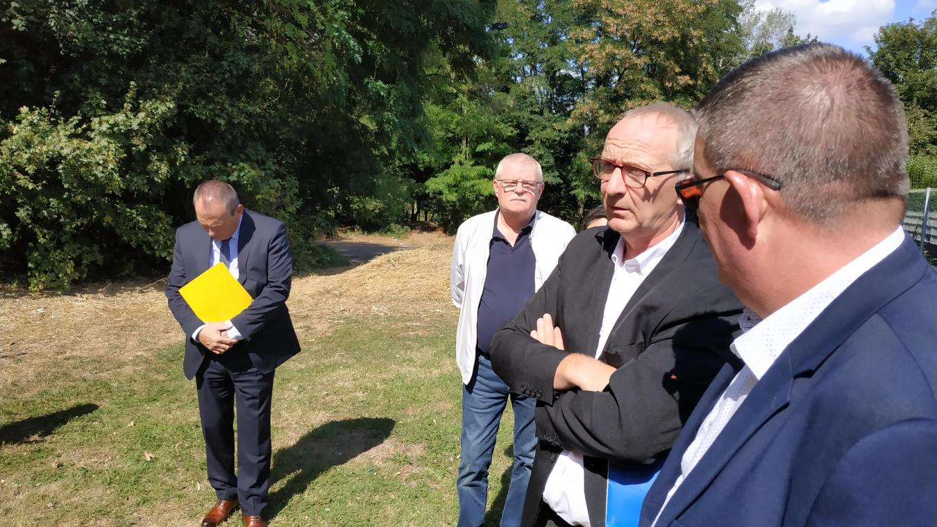 Les élus se sont rendus sur le site de la futures crèche, près de l'ancienne école Anatole-France.