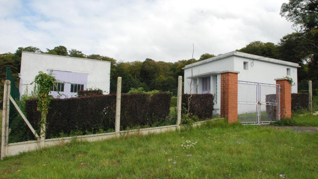 C'est à cet endroit que l'arme du crime sera retrouvée le 16 août 2016, derrière les clôtures du château d'eau à Beaurainville.