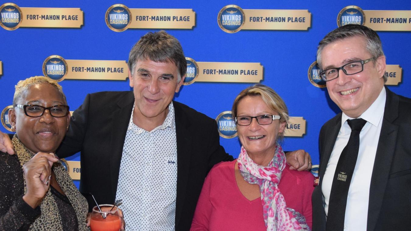 Véronique et Isabelle, avec Tex et David Frémont, directeur du Casino Vikings de Fort-Mahon.