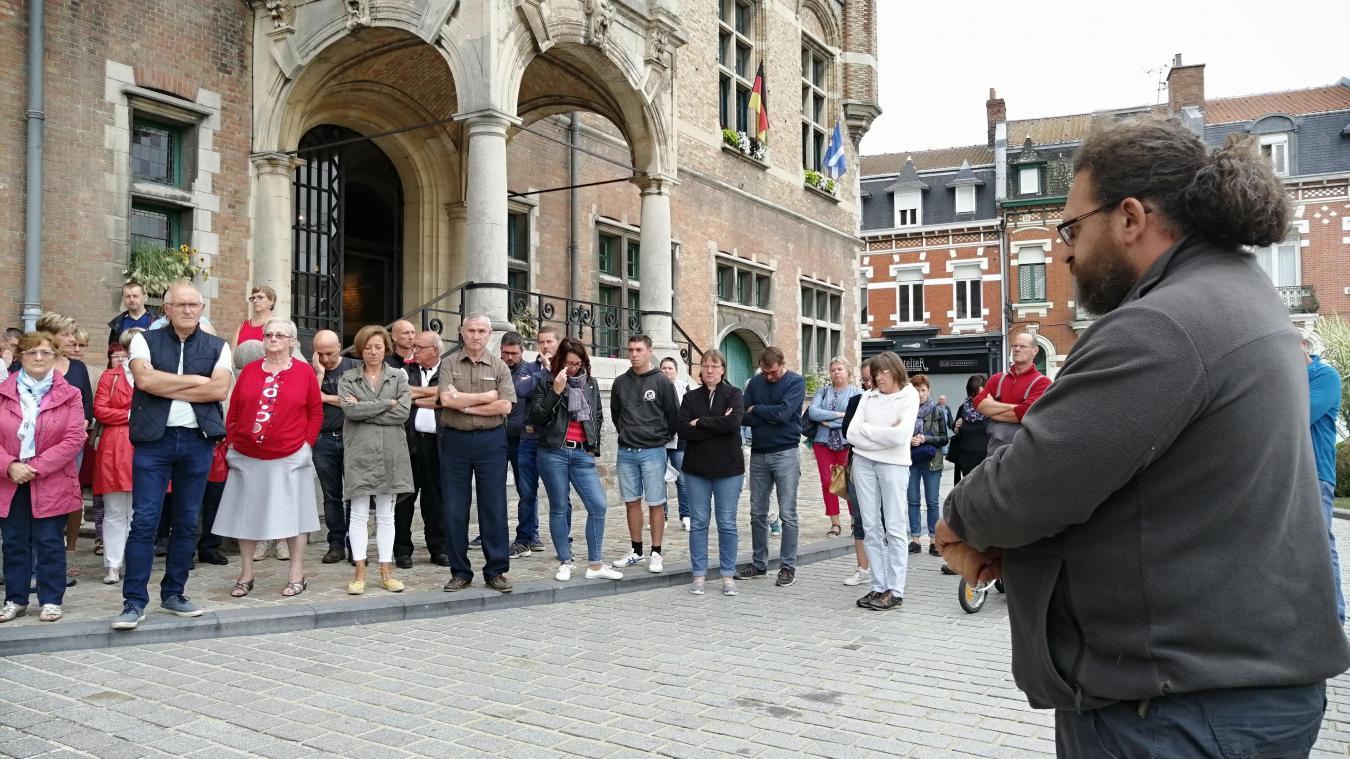 Une minute de silence a été respectée en hommage à Ludovic Vanuxem, agent aux services techniques de la mairie de Bailleul, décédé sur son lieu de travail jeudi 12 septembre.