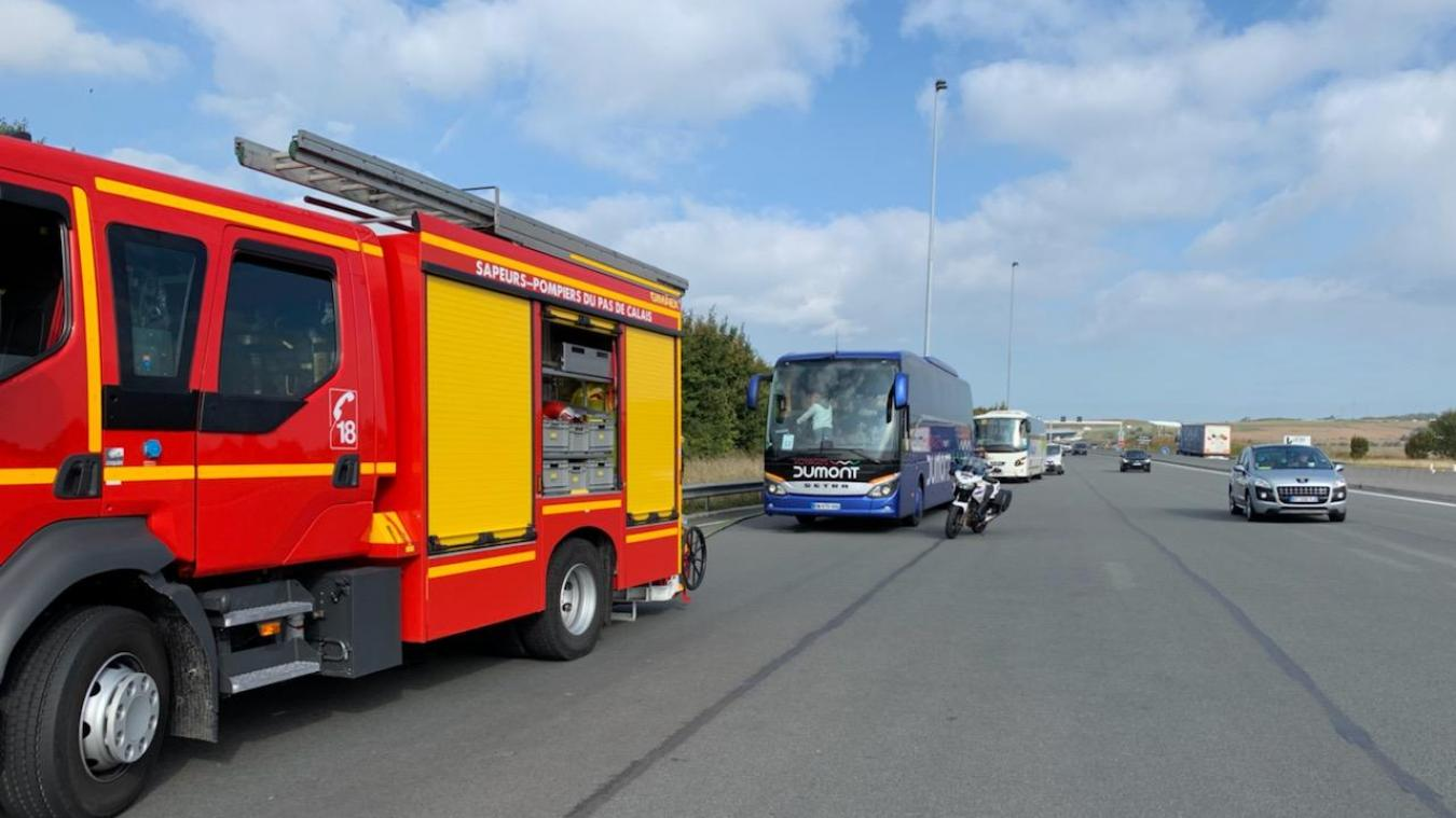 Les bus ont stoppé près du péage d'Herquelingue, au niveau du viaduc d'Échinghen.
