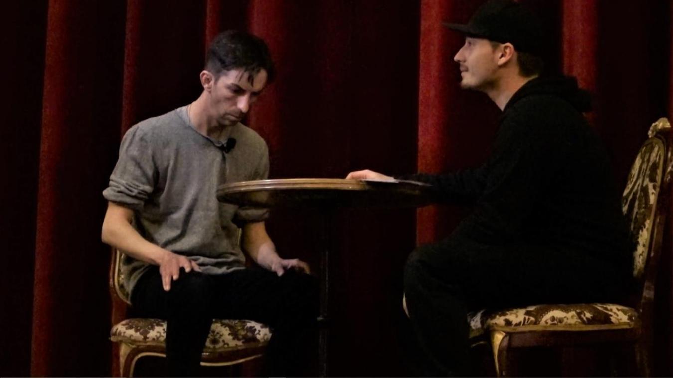 Obscur compte un médium dans son équipe. Il a participé à l'expérience du théâtre. Ses « ressentis » ont été confirmé par une médium indépendante.