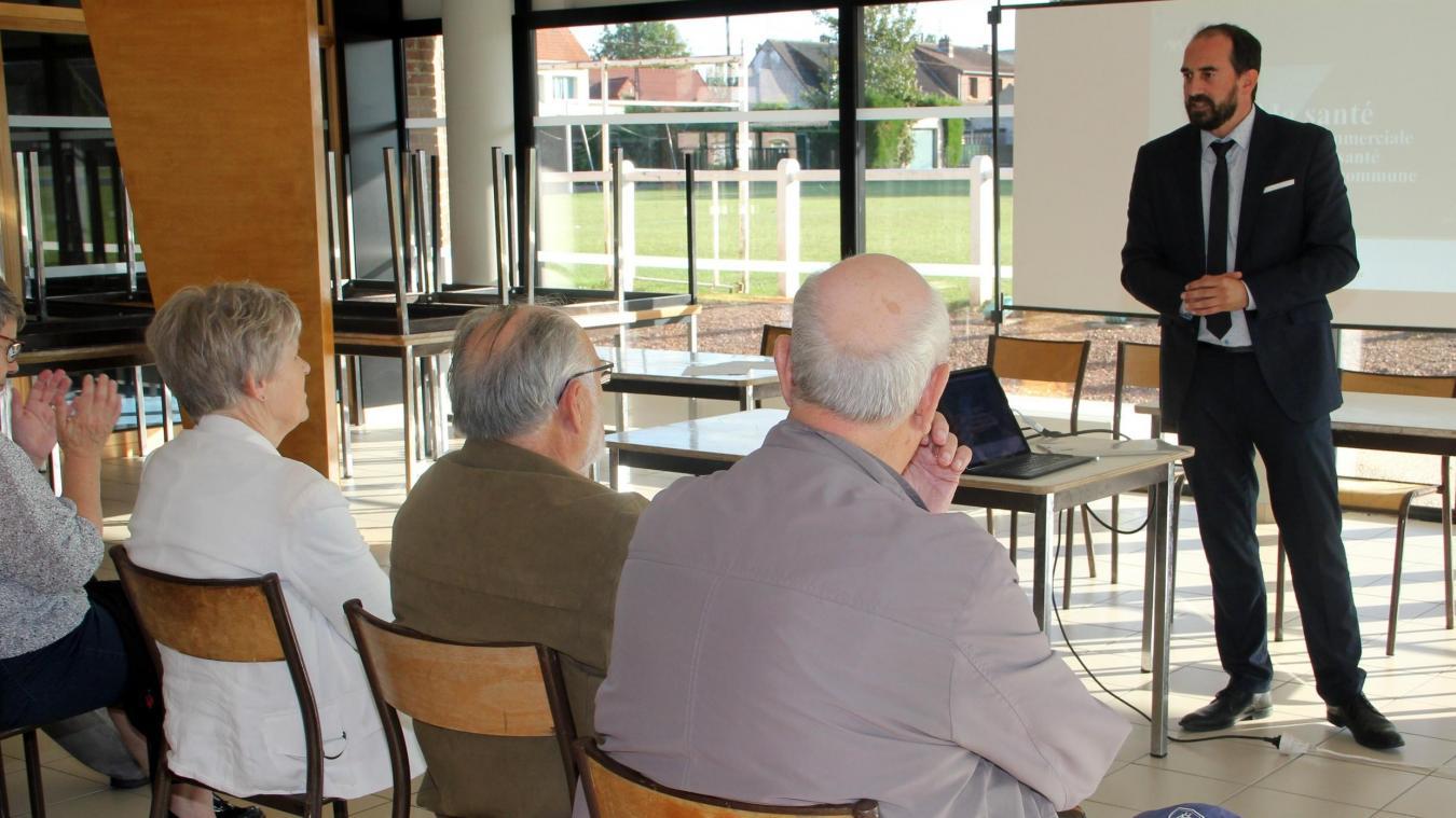 Grégory Alonzo est venu informer les Arnékois et répondre aux nombreuses questions que suscite le sujet de la mutuelle santé.