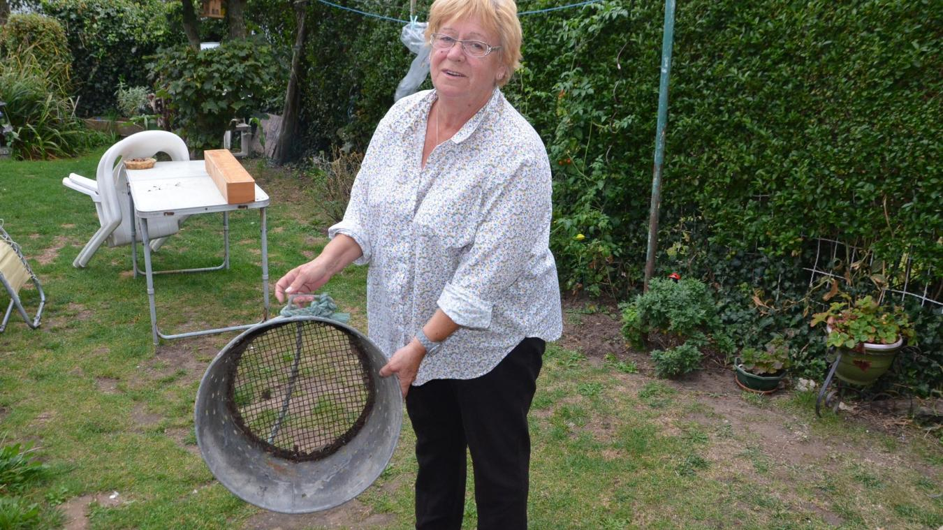 Marie-Hélène garde des souvenirs marquants de son enfance et de l'activité de sa mère : moulière. Elle conserve dans son jardin un bac à moules dans lequel les moulières lavaient les mollusques.