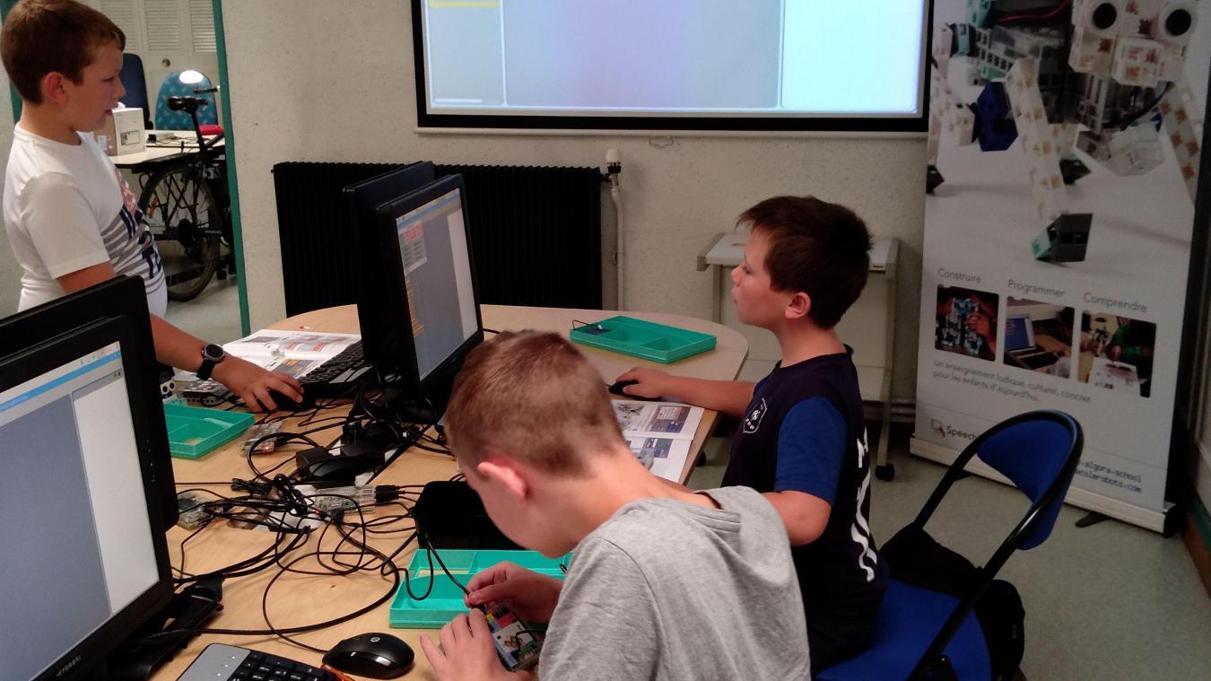 Avec l'école Algora, les enfants apprennent à programmer sur des robots.