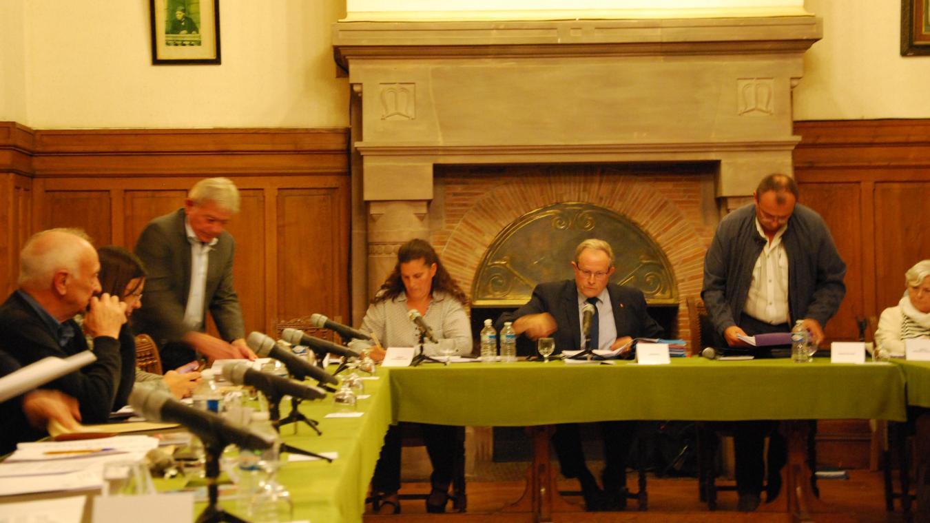 Quatre élus ont quitté la salle du conseil municipal de Merville en signe de soutien à l'adjoint aux travaux.