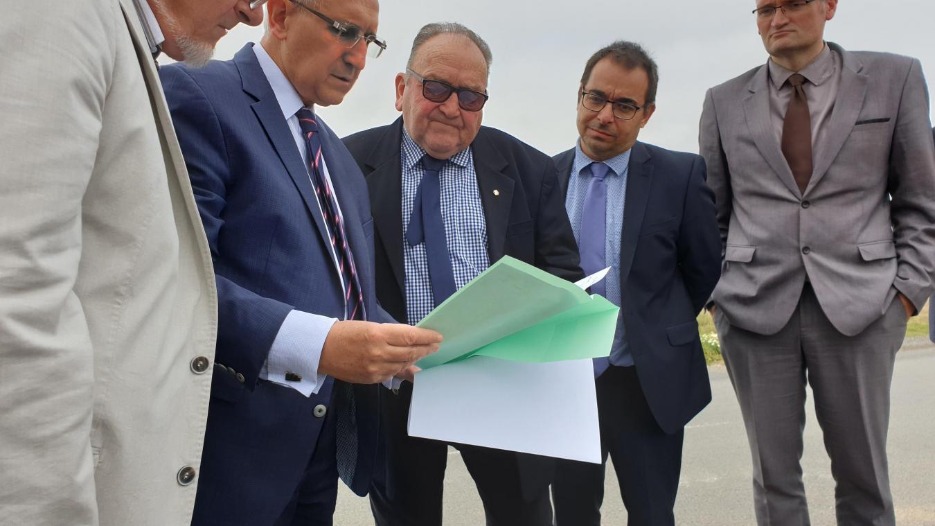 Les élus du conseil municipal ont reçu les représentants de l'État, dont le préfet Sudry (deuxième en partant de la gauche) jeudi 12 septembre.