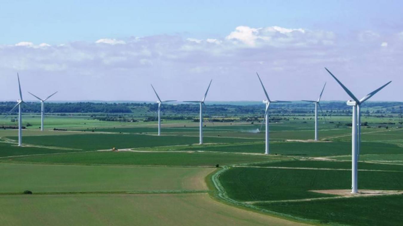 Les deux projets doivent s'implanter sur des terres agricoles entre l'autoroute A26 à l'est et la chaussée Brunehaut à l'ouest, à 700 m des premières habitations.