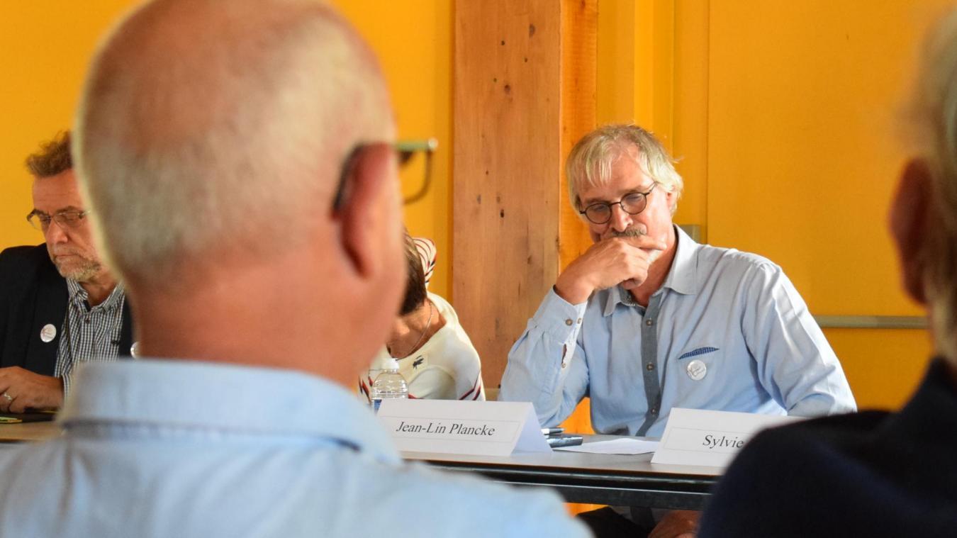 Jean-Lin Plancke a déclaré officiellement et publiquement sa candidature lors de la réunion publique du collectif Wormhout Autrement, vendredi soir.