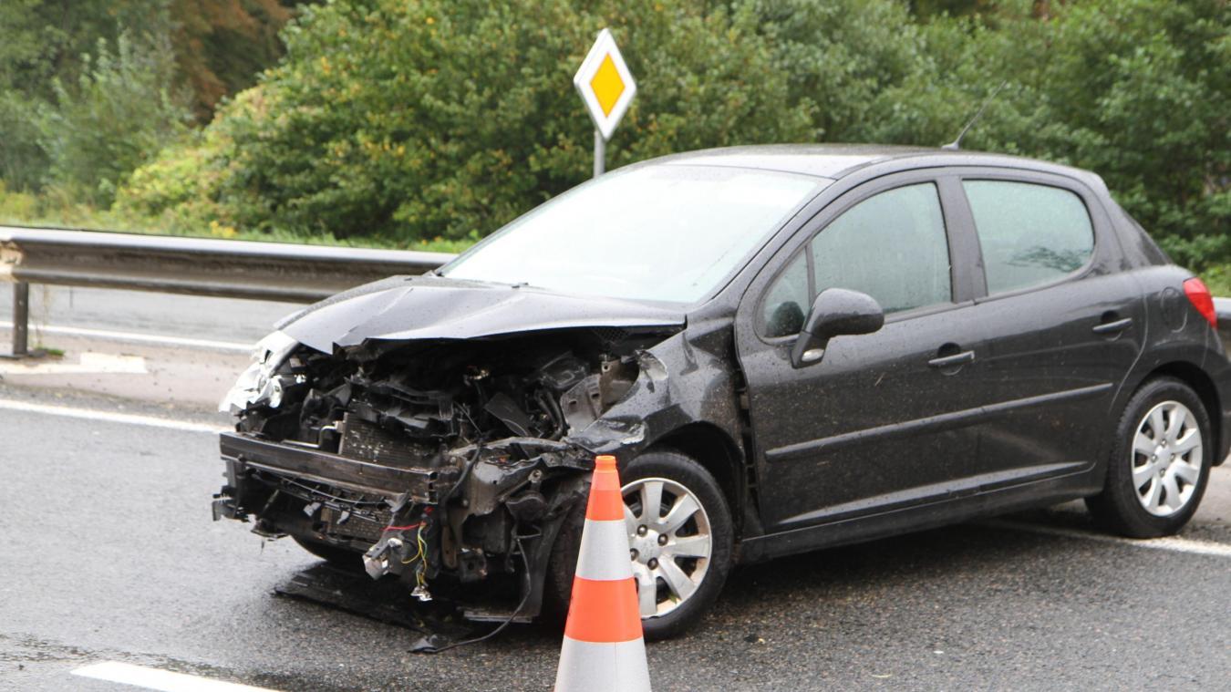 La conductrice a été transportée au centre hospitalier à la suite de l'accident sur le RN42.
