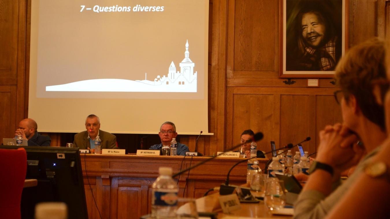 Jeudi 19 septembre, lors du conseil municipal de Bailleul, l'échange au sujet du projet intercommunal de mise en réseau des médiathèques a été tendu entre Marc Deneuche et Bénédicte Crépel.