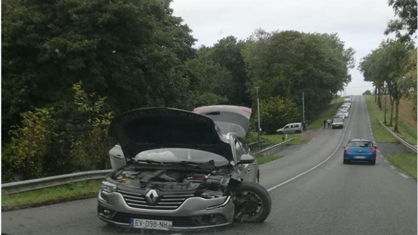 Un internaute alerte les usagers de la départementale afin d'éviter l'axe suite à la collision.