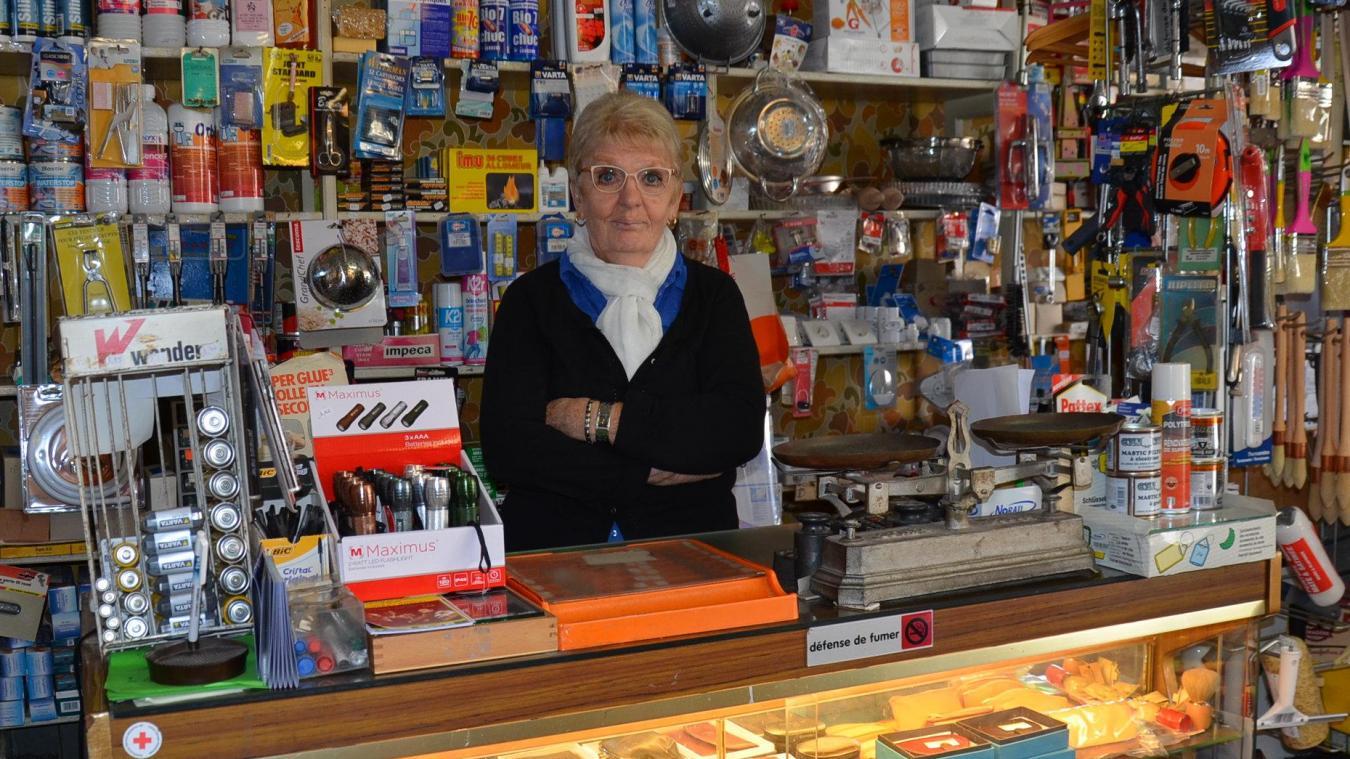 Depuis 1982, Régine Dhoye tient la quincaillerie du centre-bourg thérouannais. Seule désormais, depuis le décès de son mari il y a 11 ans. Après plus de 50 ans de travail, la sexagénaire gagne « juste de quoi payer le chauffage et l'électricité ».