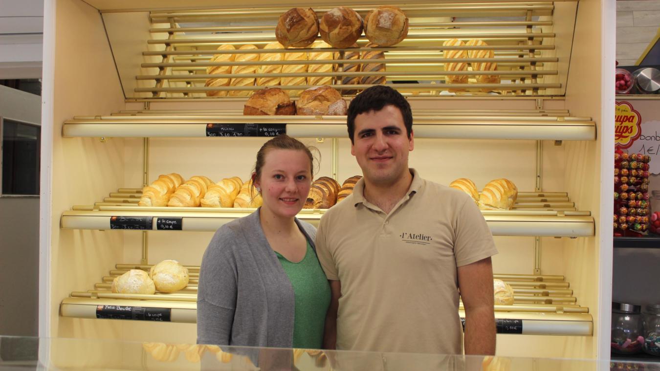Pierre-Antoine Legay et Marine Fovet remercient leurs clients de venir tous les jours dans leur boulangerie L'Atelier située à Winnezeele.