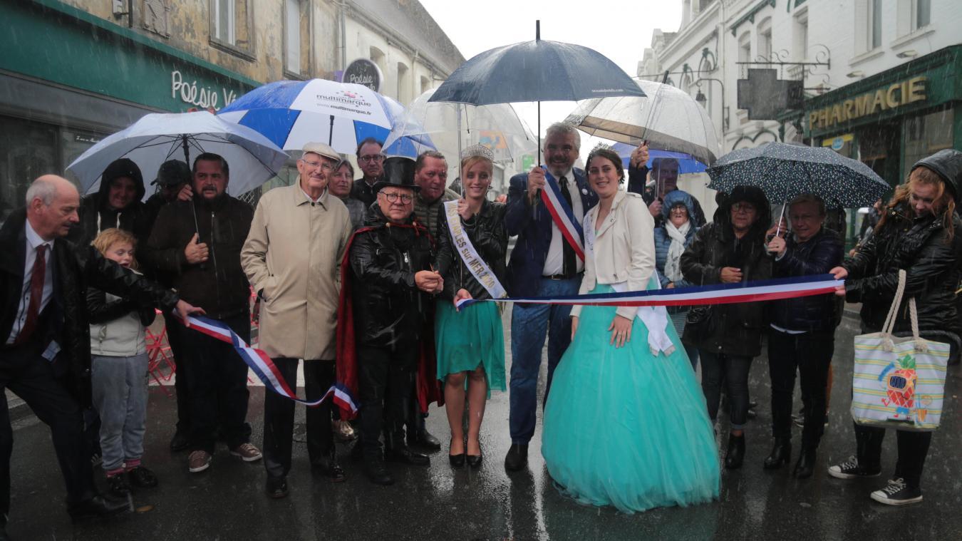 L'inauguration de la traditionnelle ducasse de la Saint-Michel a eu lieu sous des trombes d'eau.