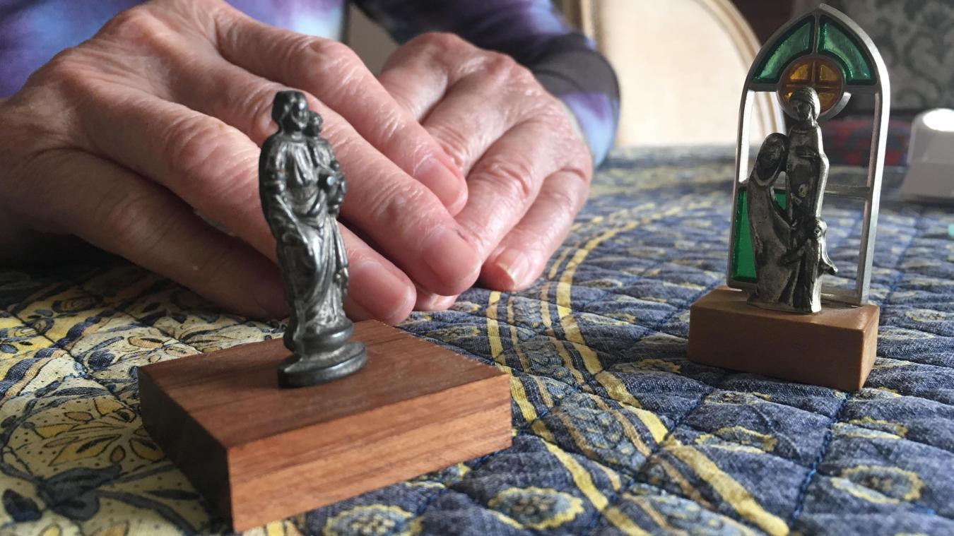 Marie explique être notamment victime de vols. Ils concerneraient principalement des objets religieux, qui lui sont chers.