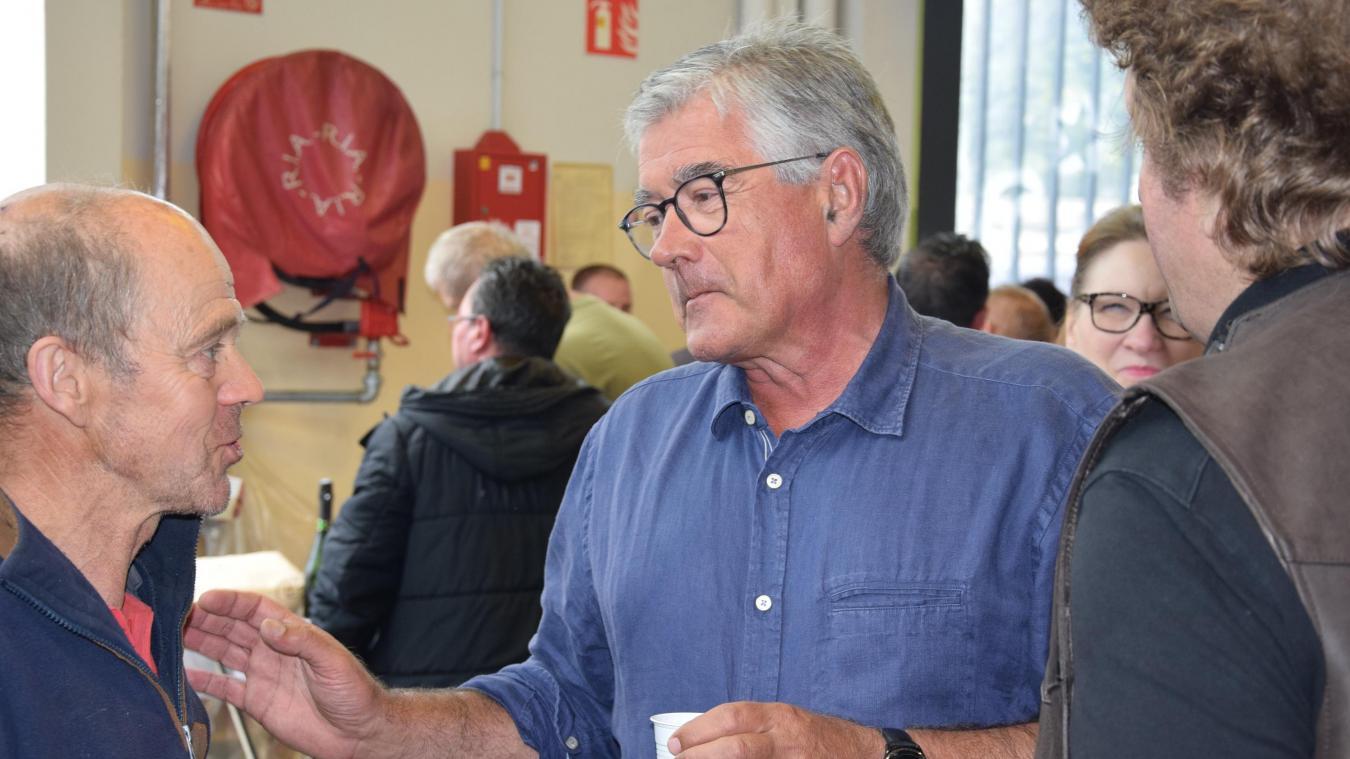 Bruno Cousein, maire de Berck, en visite aux exposants du marché, en août dernier.