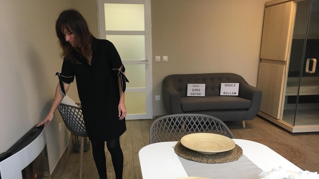 Yolande Vandenkoornhuyse a choisi la déco de la chambre d'hôtes, qui se veut cocooning. Et même les interrupteurs et les assiettes sont en forme de bulle.