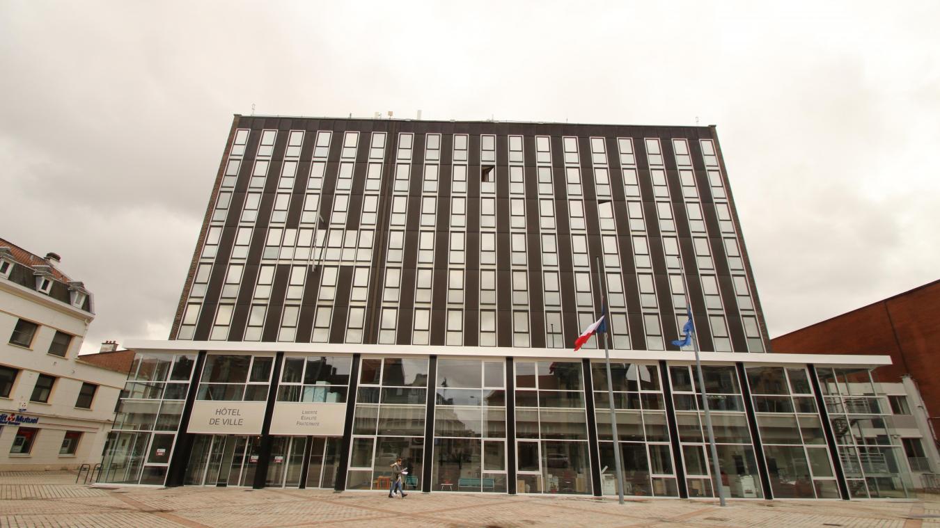 La mairie de Lens est longtemps apparue comme un inexpugnable bastion socialiste. Pourtant, à l'image de l'avant-dernier étage, le Rassemblement national y voit une ouverture et pense être capable de l'emporter dans les urnes.